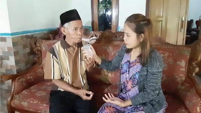 """Cặp đôi """"đũa lệch"""" chú rể 78 tuổi, cô dâu 17 tuổi ly hôn sau 22 ngày chung sống, cô dâu suy sụp bỏ ăn 1 ngày - Ảnh 2."""