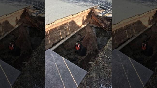 """Khu phố đột ngột mất nước, người dân gọi thợ đến sửa để rồi phát hiện cả một """"kỳ quan thiên nhiên"""" ở ngay dưới mặt đường - Ảnh 3."""