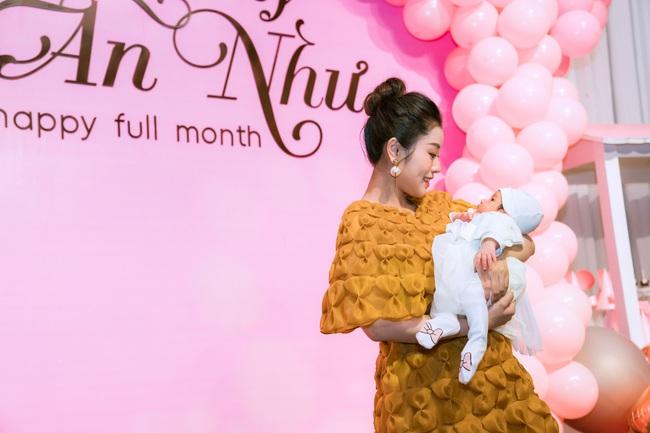 Quán quân Sao Mai Nguyễn Thu Hằng bất ngờ công bố làm mẹ ở tuổi 25, lý giải lý do chưa tổ chức đám cưới  - Ảnh 2.