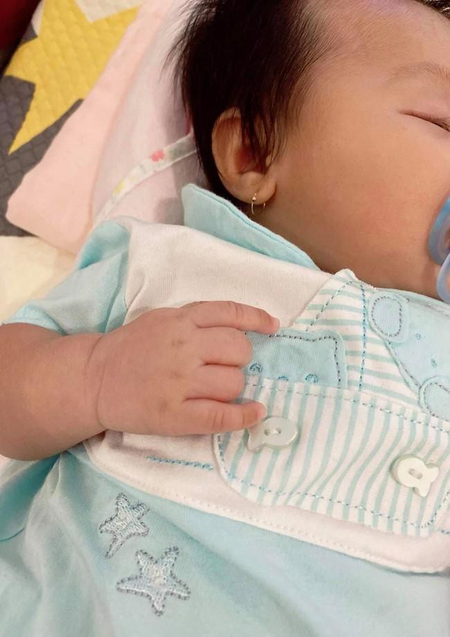 Đàm Thu Trang dần hé lộ gương mặt của con gái, ai cũng khen giống Cường Đô La ở điểm này - Ảnh 3.