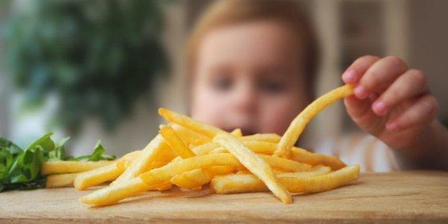 Trẻ thường ăn 3 loại thực phẩm phổ biến này sẽ khiến lác lách và dạ dày bị tổn thương, nhất là trẻ dưới 3 tuổi - Ảnh 4.