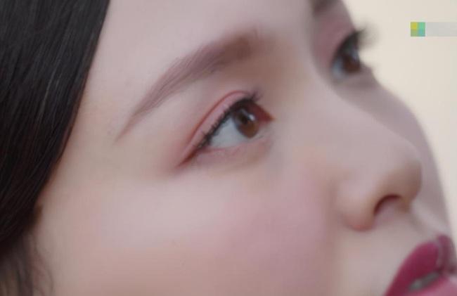 """""""Yến Vân Đài"""": Đường Yên bị chỉ trích lợi dụng con gái quảng bá phim, còn đánh má hồng quá đà khiến netizen nổi giận  - Ảnh 3."""