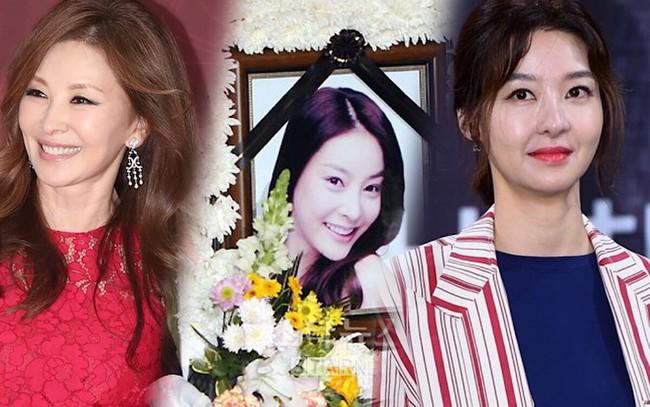 """""""Mẹ Suzy"""" Song Seon Mi: Gây tranh cãi vì mặc đồ phản cảm khoe nguyên vòng 3 trên thảm đỏ, bất hạnh khi chồng bị anh họ giết hại do tranh chấp khối tài sản hơn 1.000 tỷ đồng - Ảnh 14."""