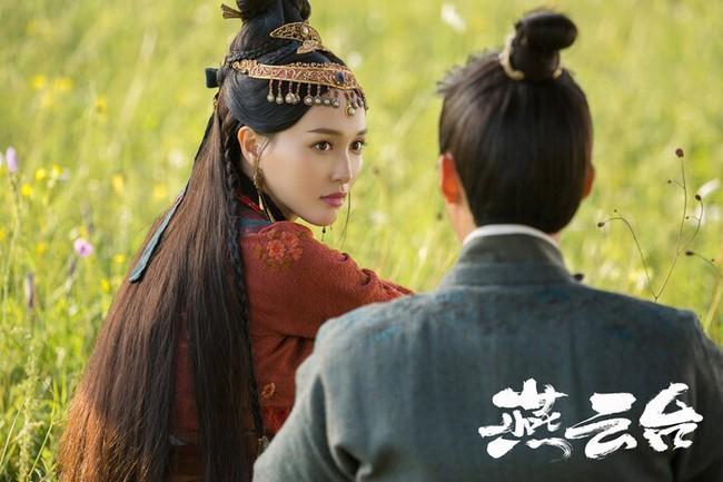 """""""Yến Vân Đài"""": Đường Yên bị chỉ trích lợi dụng con gái quảng bá phim, còn đánh má hồng quá đà khiến netizen nổi giận  - Ảnh 10."""