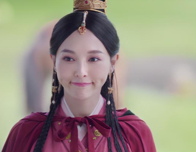 """""""Yến Vân Đài"""": Đường Yên bị chỉ trích lợi dụng con gái quảng bá phim, còn đánh má hồng quá đà khiến netizen nổi giận  - Ảnh 7."""
