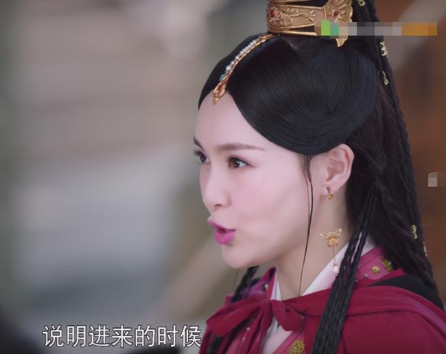 """""""Yến Vân Đài"""": Đường Yên bị chỉ trích lợi dụng con gái quảng bá phim, còn đánh má hồng quá đà khiến netizen nổi giận  - Ảnh 6."""