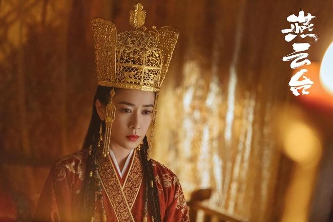 """""""Yến Vân Đài"""": Xa Thi Mạn đẹp rụng rời khi làm Vương Phi nhưng ảnh chưa qua photoshop lại đầy vết nhăn - Ảnh 3."""