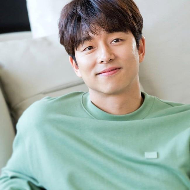 """Lisa (BLACKPINK) trở thành fangirl thành công: Công khai thích Gong Yoo liền được """"ông chú"""" lên truyền hình đáp lễ - Ảnh 4."""