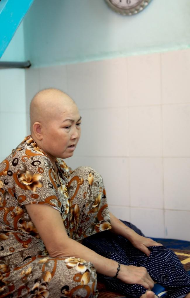 """Diệu Nhi """"náo loạn"""" khu chợ để bán sen đá giúp con gái người phụ nữ mắc bệnh ung thư thực hiện ước mơ lần đầu mua quà cho mẹ - Ảnh 2."""