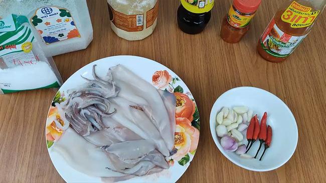 Chỉ với 15 phút sơ chế và nấu nướng, chị em sẽ có ngay món ăn nóng hổi đậm đà để cùng chồng ngồi nhâm nhi, tỉ tê tâm sự ngày cuối tuần - Ảnh 2.