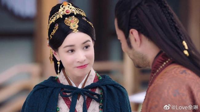 """""""Yến Vân Đài"""": Xa Thi Mạn thay đồ liên tục, xinh đẹp, nhà giàu lại còn là vợ Vương Gia  - Ảnh 9."""
