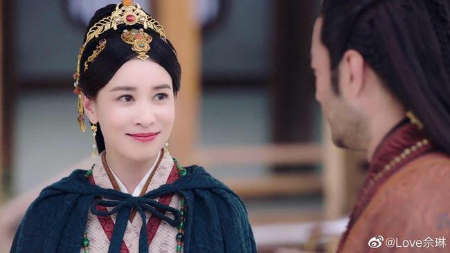 """""""Yến Vân Đài"""": Xa Thi Mạn thay đồ liên tục, xinh đẹp, nhà giàu lại còn là vợ Vương Gia  - Ảnh 8."""