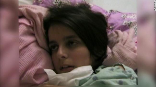 """Bé gái khỏe mạnh bỗng bị liệt, """"mắc kẹt"""" trong cơ thể mình suốt 4 năm nhưng những gì diễn ra sau một ánh mắt nhìn mẹ khiến các bác sĩ phải ngỡ ngàng - Ảnh 3."""