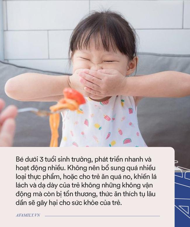 Trẻ thường ăn 3 loại thực phẩm phổ biến này sẽ khiến lác lách và dạ dày bị tổn thương, nhất là trẻ dưới 3 tuổi - Ảnh 2.