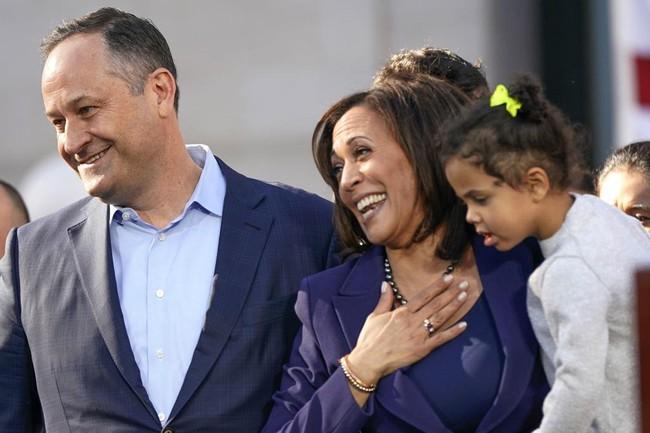"""Những bí mật đời tư ít ai biết về """"bà đầm thép"""" nữ Phó Tổng thống Mỹ vừa đắc cử, đặc biệt là mối quan hệ với con riêng và vợ cũ của chồng - Ảnh 3."""