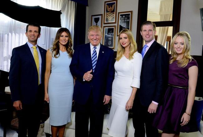 """Khi cánh cửa Nhà Trắng đã khép lại, ông Donald Trump, """"nữ thần"""" Ivanka cùng gia đình sẽ làm gì sắp tới? - Ảnh 1."""