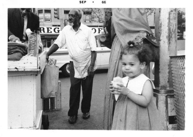 Vừa nhận tin chiến thắng, nữ Phó thống Mỹ đắc cử đã gửi thông điệp gây xúc động nghẹn ngào và những bức ảnh hiếm thấy của bà khi còn nhỏ - Ảnh 8.