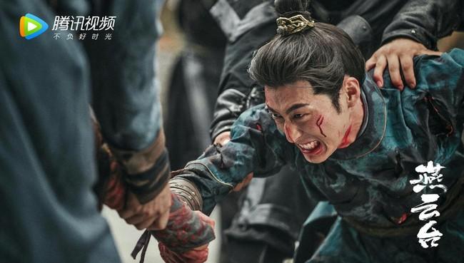 """""""Yến Vân Đài"""": Đường Yên khóc lóc khi bị ép bỏ Đậu Kiêu, bà bầu bụng to mà chạy té nhào cực nguy hiểm - Ảnh 4."""