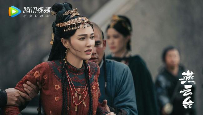 """""""Yến Vân Đài"""": Đường Yên khóc lóc khi bị ép bỏ Đậu Kiêu, bà bầu bụng to mà chạy té nhào cực nguy hiểm - Ảnh 3."""