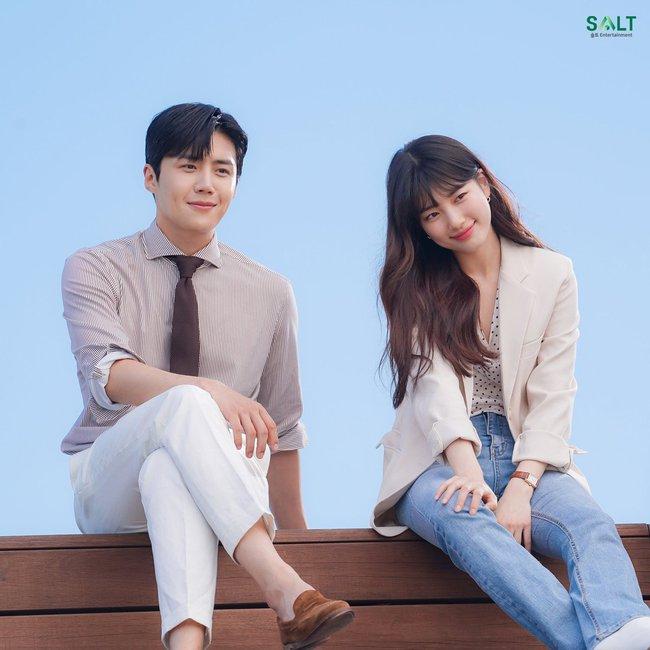 """Mối tình đầu của Suzy"""" Kim Seon Ho: Mỹ nam đẹp hơn hoa nở muộn ở"""