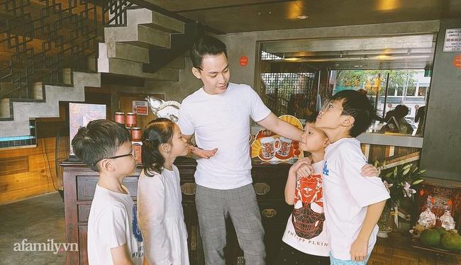Profile khủng của tổng tài 9x sở hữu khách sạn dát vàng hơn 30 tỷ ở Sài Gòn: Có hơn 10 năm sống ở Canada, tốt nghiệp RMIT, cùng hội bạn bè với streamer Xemesis  - Ảnh 8.