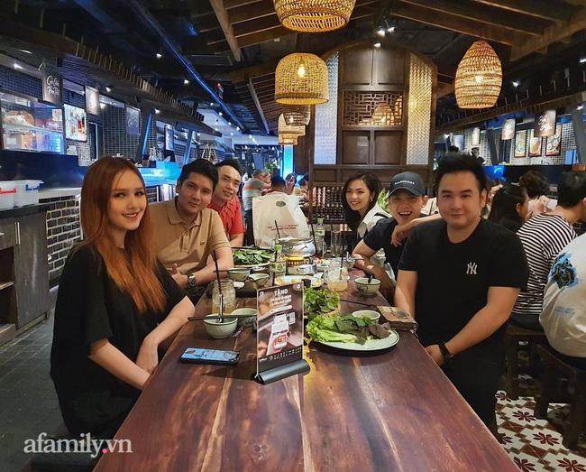 """Bóc profile khủng của """"tổng tài 9x"""" sở hữu khách sạn dát vàng hơn 30 tỷ ở Sài Gòn: Có 10 năm sống ở Canada, tốt nghiệp RMIT, cùng hội bạn bè với streamer Xemesis  - Ảnh 4."""