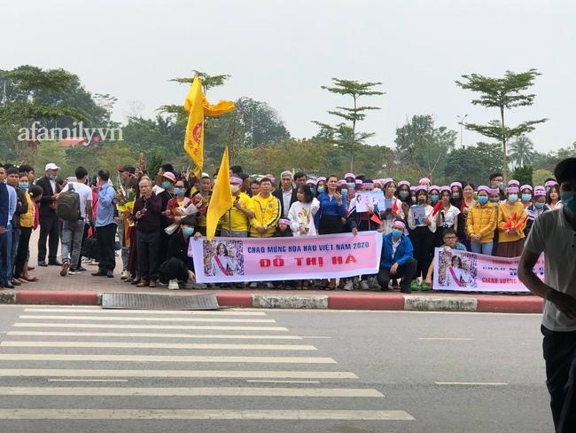 Tân Hoa hậu Việt Nam 2020 Đỗ Thị Hà về quê sau hơn 1 tuần đăng quang - Ảnh 1.