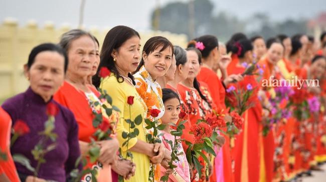 Loạt khoảnh khắc Đỗ Thị Hà về tới quê nhà hậu đăng quang Hoa hậu Việt Nam 2020 trong sự đón chào nồng nhiệt từ bà con - Ảnh 1.