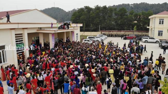 Loạt khoảnh khắc Đỗ Thị Hà về tới quê nhà hậu đăng quang Hoa hậu Việt Nam 2020 trong sự đón chào nồng nhiệt từ bà con - Ảnh 5.