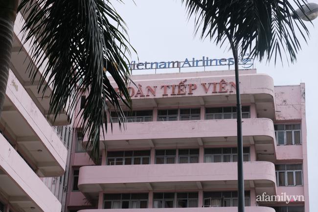 TP.HCM đóng cửa quán cà phê, karaoke, khu cách ly tiếp viên Vietnam Airlines liên quan đến 2 ca nhiễm COVID-19, tổ chức họp khẩn - Ảnh 9.