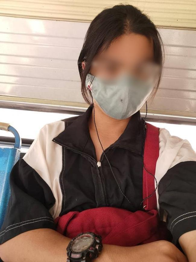 Chàng trai trẻ bị sàm sỡ trên xe bus chỉ vì sở hữu mái tóc dài và ngoại hình đẹp như con gái  - Ảnh 1.