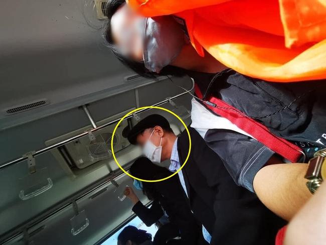 Chàng trai trẻ bị sàm sỡ trên xe bus chỉ vì sở hữu mái tóc dài và ngoại hình đẹp như con gái  - Ảnh 3.