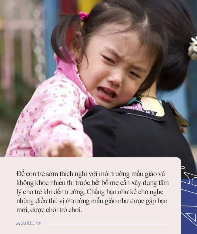 Từ hôm cháu gái đi học mẫu giáo, ngày nào ông nội cũng ngồi ở ban công cả chiều, con dâu lén ra xem thì cười chảy nước mắt - Ảnh 5.