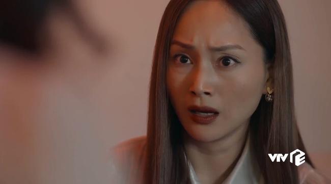"""Hồ sơ cá sấu: Nữ chính Kiều Anh cuối cùng cũng xuất hiện sau 8 tập """"mất tích"""", nhưng chẳng về bên chồng lại ở bên nhà người đàn ông khác - Ảnh 9."""