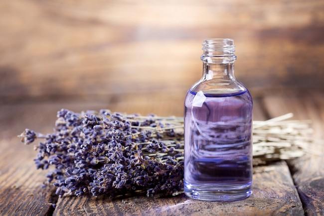 Bạn bị đau đầu và đau nửa đầu? Hãy thử dùng những loại tinh dầu này - Ảnh 3.