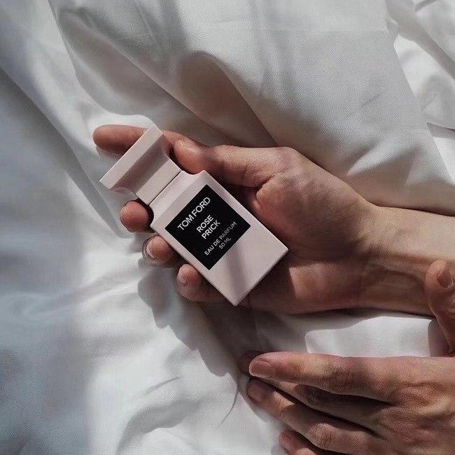 10 chai nước hoa được chị em thi nhau rinh về năm 2020: Toàn mùi hương dễ dùng, không nồng không sến và sang chảnh có thừa - Ảnh 8.
