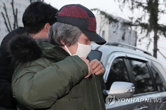 Tên tội phạm ấu dâm vụ bé Nayoung được thả tự do vào hôm nay, hé lộ lời nói đầu tiên của hắn và chi tiết kỳ lạ trên tay - Ảnh 4.
