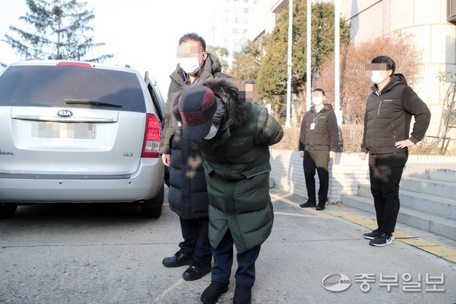 Tên tội phạm ấu dâm vụ bé Nayoung được thả tự do vào hôm nay, hé lộ lời nói đầu tiên của hắn và chi tiết kỳ lạ trên tay - Ảnh 9.