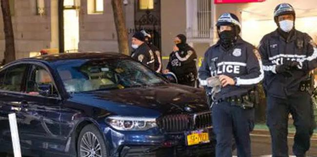 Lao xe vào người biểu tình ở New York, Mỹ khiến nhiều người bị thương - Ảnh 1.
