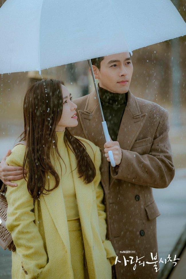 """Hyun Bin - Son Ye Jin là cặp đôi màn ảnh xứ Hàn được yêu thích nhất năm 2020, nhưng 6 cái tên này cũng """"rần rần"""" không kém - Ảnh 1."""