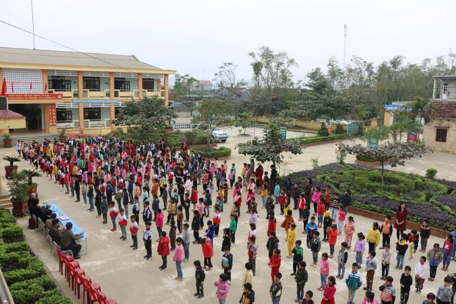 Trường Quốc tế Nhật Bản (JIS) trao quà ủng hộ trường tiểu học Quảng Minh A để khắc phục hậu quả bão lũ - Ảnh 3.