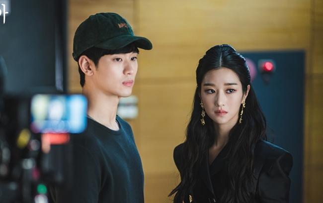 """Hyun Bin - Son Ye Jin là cặp đôi màn ảnh xứ Hàn được yêu thích nhất năm 2020, nhưng 6 cái tên này cũng """"rần rần"""" không kém - Ảnh 3."""