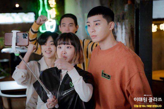 """Hyun Bin - Son Ye Jin là cặp đôi màn ảnh xứ Hàn được yêu thích nhất năm 2020, nhưng 6 cái tên này cũng """"rần rần"""" không kém - Ảnh 7."""