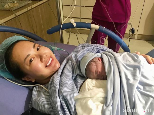 """Bầu bí tăng 22kg cũng không """"đánh bại"""" được nhan sắc của mẹ bỉm sữa xinh đẹp, sinh xong  6 tháng nhìn """"như chưa từng đẻ"""" - Ảnh 3."""