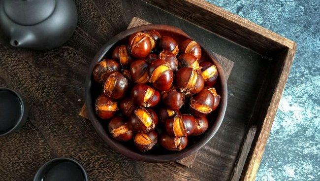Món hạt dẻ nướng siêu hút khách vào mùa đông: Chuyên gia khuyến cáo 4 lưu ý, 2 kiểu người cần tránh ăn nếu không muốn phát bệnh sau khi thưởng thức món hạt béo ngậy - Ảnh 3.