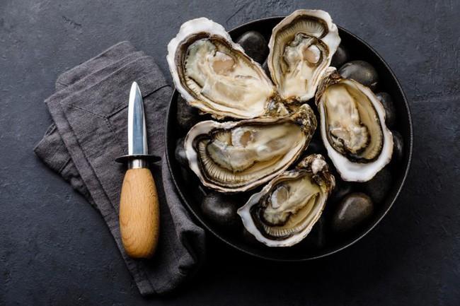 Xôn xao cách ăn hàu sống siêu khoái khẩu lại chẳng lo bệnh tật được tuyên truyền trên Twitter: Bộ Y tế Nhật Bản mới đây đã lên tiếng! - Ảnh 1.