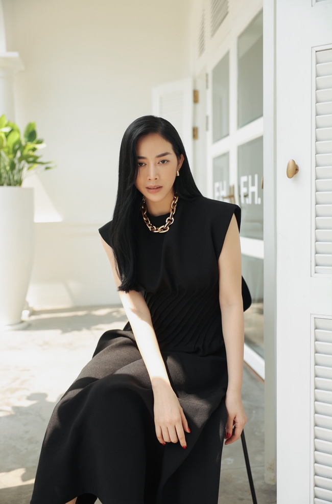 Mai Thanh Hà khoe thân hình đồng hồ cát, tiết lộ bí quyết giữ eo nhỏ xíu - Ảnh 5.