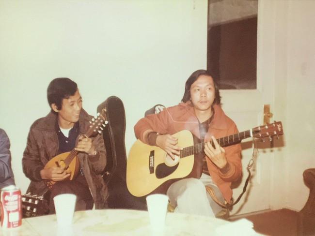 Trước giờ phát tang cho em trai, anh trai cố nghệ sĩ Chí Tài chia sẻ khoảnh khắc của hai anh em ngày trẻ - Ảnh 2.