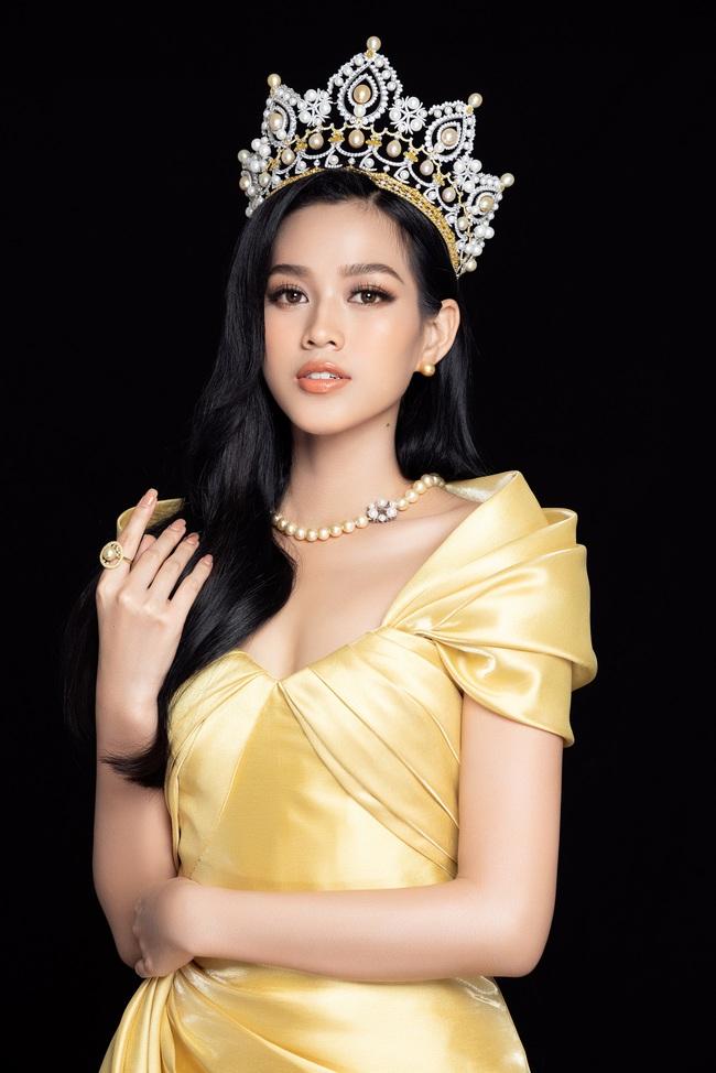Soi nhan sắc Hoa hậu Đỗ Thị Hà và 2 Á hậu sau một tháng đăng quang - Ảnh 6.