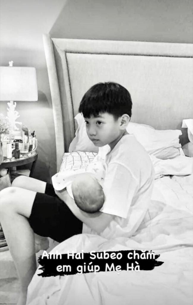 Phát hiện thú vị: Hai bé sinh đôi nhà Hồ Ngọc Hà có một điểm giống anh cả Subeo không lệch đi đâu được - Ảnh 4.